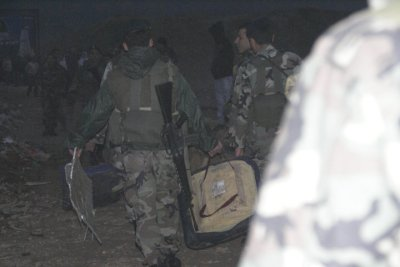 Soldiers removing plane wreckage