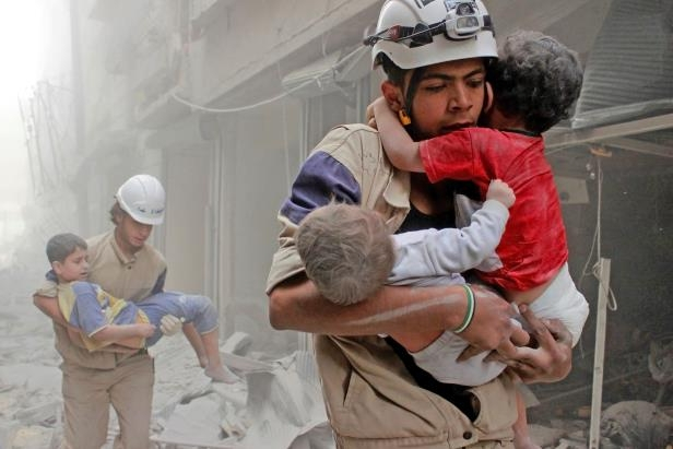 1-members-of-the-white-helmets-rescue-children-from-an-attack-in-june__939593_